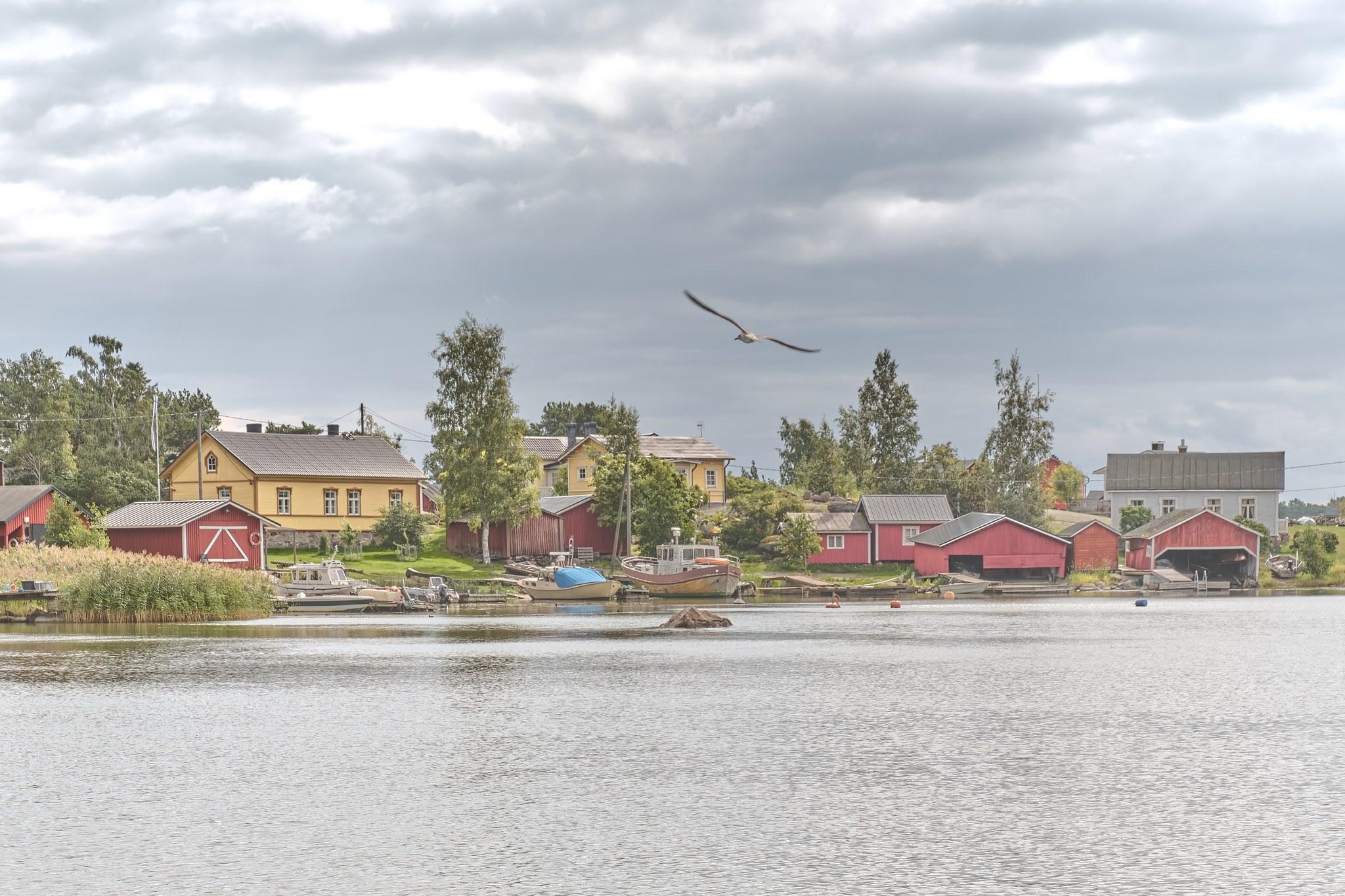 Kylänäkymä mereltä Haapasaaren kylään.