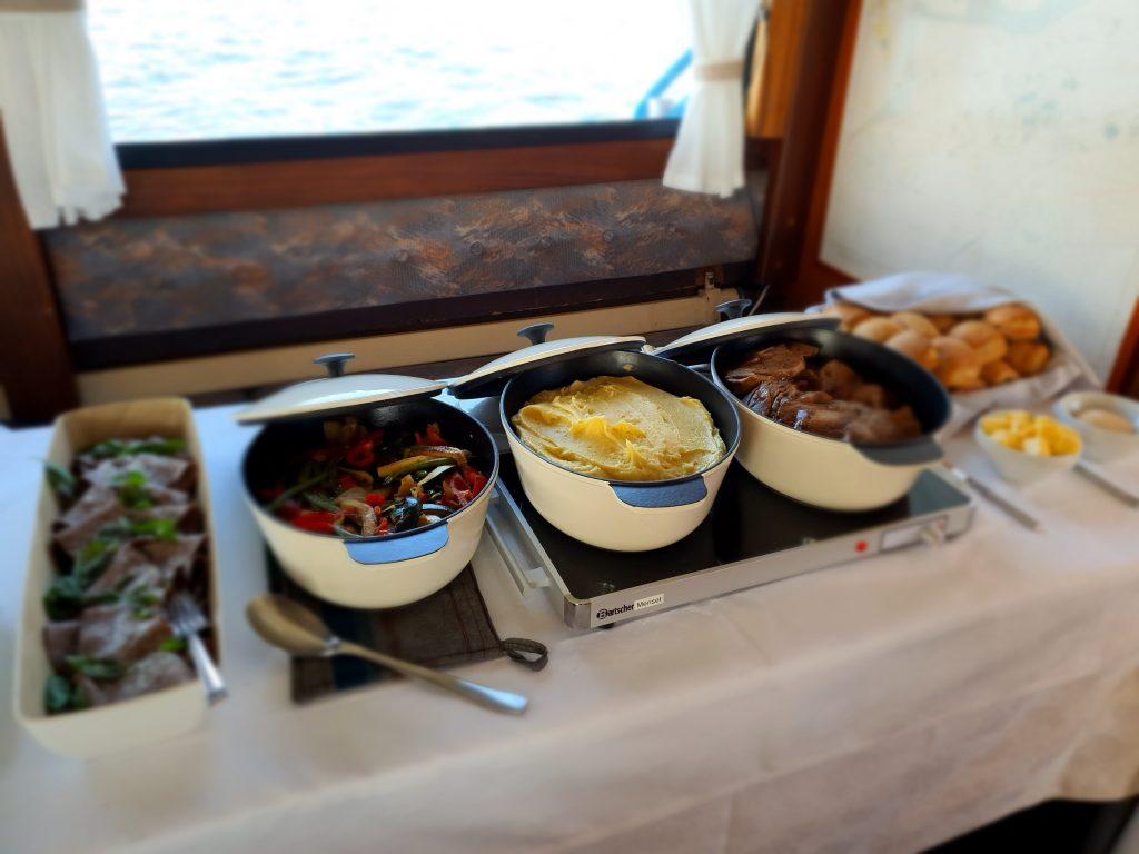 Lämminruoka-buffet
