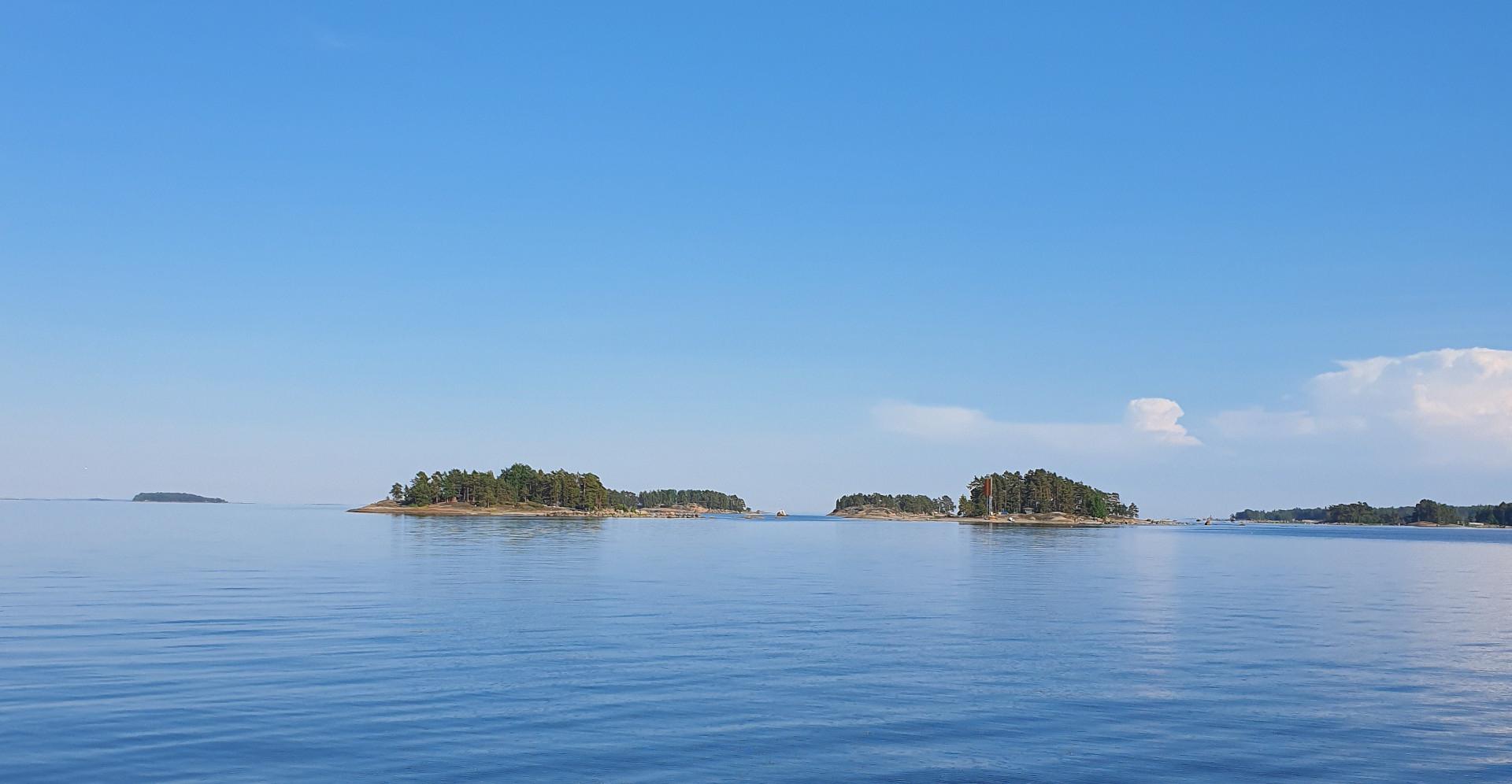 Saari merimaisemassa