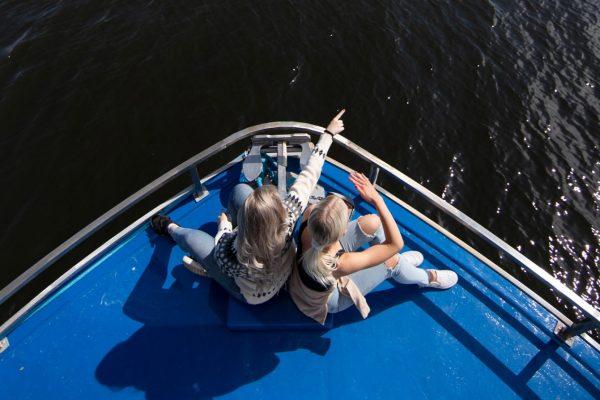 Vikla-aluksen keulassa